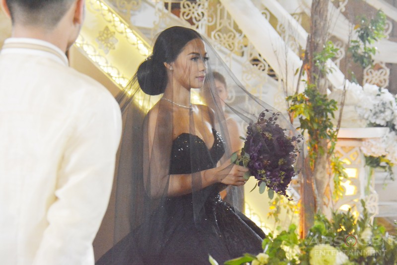 In Photos See Ivys Trending Black Wedding Gown Up Close